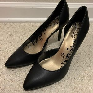 Black d'Orsay heels